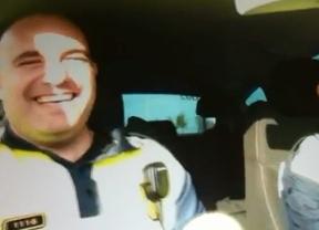 Suspendidos de sueldo los dos policías expedientados por hacer temeridades en el coche patrulla