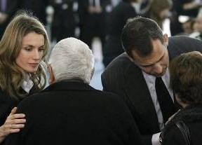 Los Príncipes de Asturias y la Infanta Elena acudirán al funeral que se celebra este lunes en Santiago