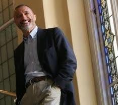 González-Vigil pide el cese de Pérez-Reverte en la RAE por