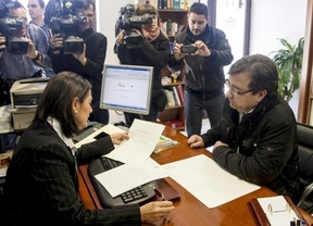 Fernández Vara abre la veda a eliminar los privilegios políticos: renuncia ante notario a su aforamiento