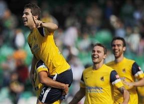 Un golazo de Íñligo Martínez devuelve la alegría la Real Sociedad ante el Betis (2-3)