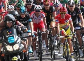 Hesjedal gana la durísima etapa en el Alto de la Campeona y Contador sigue con el jersey rojo de líder