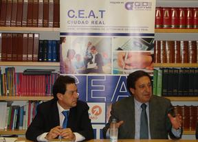 Rivero (i) junto al presidente nacional de CEAT, Pedro Barato