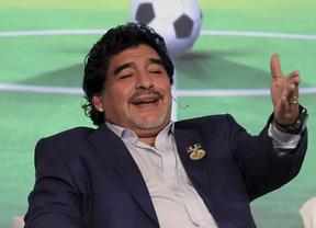 Una antigua amnistía al Nápoles libera a Maradona de sus problemas con el fisco italiano