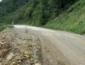 Derrumbe en la ruta Cochabamba - Santa Cruz deja a miles de pasajeros varados