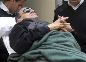 El dictador egipcio Honsi Mubarak se debate entre la vida y el adiós