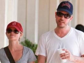 Reese Witherspoon también se comprometió