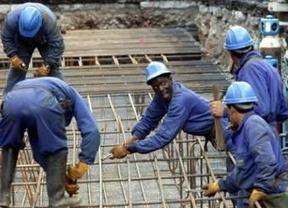 Tampoco los trabajadores extranjeros ven brotes verdes: 8.900 cotizantes menos a la Seguridad Social