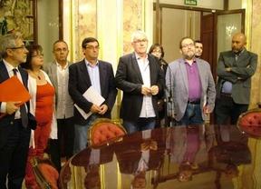 Denuncia y 'fuga' de la izquierda: el Gobierno impone un 'estado de sitio' en unas 'Cortes franquistas'