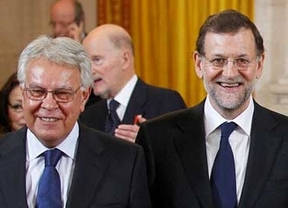 Así fue el encuentro entre Rajoy y Felipe González mientras Aznar criticaba al presidente en televisión