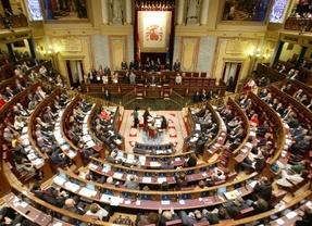 Los viajes de la polémica: los grupos parlamentarios negocian si blindar o no los vuelos de partido a costa del Congreso
