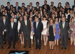 El Rey pide a los jóvenes emigrantes que 'hablen muy bien de España' fuera
