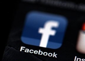 WhatsApp o Line amenazan la hegemonía de Facebook