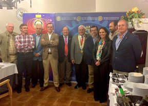 El gobernador rotario se reúne con los miembros del Rotary Club Ciudad Real