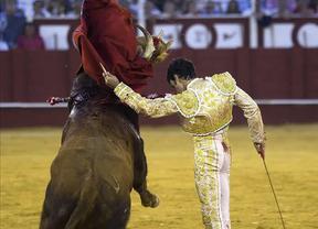 Gran tarde y triunfo de José Tomás en Málaga: tres orejas y Puerta Grande