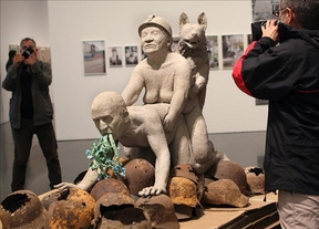El director del Macba da marcha atrás y abre al público la polémica exposición 'La bestia y el soberano'