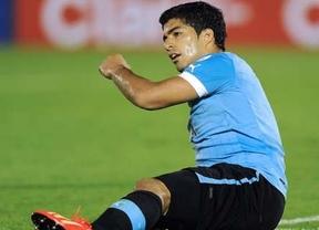 Siguen las dudas sobre la estrella uruguaya Luis Suárez en el Mundial, aunque mejora de su operación