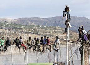 El puente de mayo se inaugura con nuevos saltos masivos a la valla de Melilla
