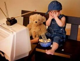 El 26,5% de los menores andaluces ve la televisión fuera del horario de protección infantil