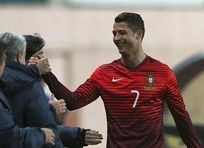 El héroe portugués Ronaldo, ya máximo goleador histórico con su selección, aumenta su leyenda y la lluvia de piropos