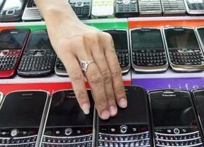 Millones de BlackBerry siguen sin conexión tres días después