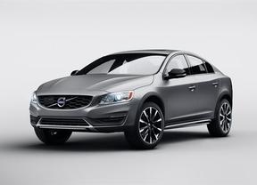 Volvo presenta en Detroit su primer sedán Cross Country