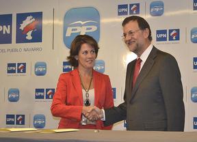 Rajoy y Barcina escenifican la paz electoral con un particular 'abrazo de Vergara'