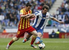El Barça necesita un penalti, que transformó Messi, para salir vivo ante el Espanyol y seguir en la lucha (0-1)