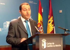 PSOE: Cospedal devuelve el 25% de la extra de Navidad