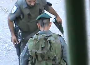 El vídeo que impacta al mundo: un niño palestino, maltratado por un soldado israelí