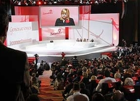 Silbidos a la Monarquía entre las bases del PSOE