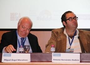 Moratinos trata la crisis 'invisible': la recesión política a nivel global