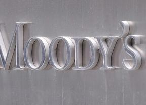 La posible rebaja de Moody's a la banca este lunes convulsiona la bolsa y la prima de riesgo