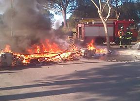 Segunda jornada de fuego y violencia en la Universidad Complutense: los bomberos se unen a la policía para contener a los violentos