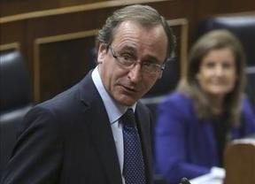 El ministro Alonso se estrena en el Congreso con la mano tendida y la oposición, de uñas
