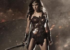 Wonder Woman defiende los bombardeos de Israel ante