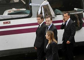 Rajoy visita a los heridos y el lugar del accidente acompañado de Ana Pastor y Feijóo