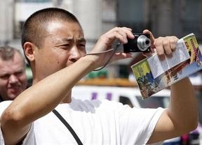 Los chinos son ya los turistas que más gastan del mundo en sus viajes