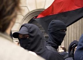 El Gobierno estudia convertir en delito el manifestarse con el rostro cubierto, según Cosidó