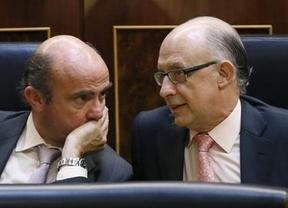 A Montoro y Guindos se les escapan las cuentas: la deuda pública ronda ya el objetivo de todo el año