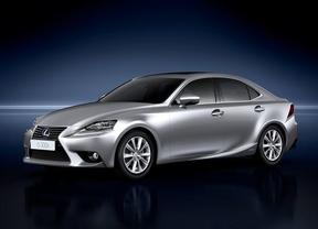 Lexus lanza la versión 2015 de su berlina híbrida