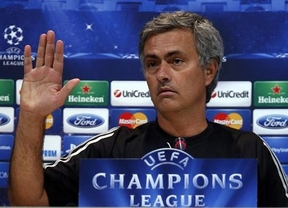 Mourinho bromea con la polémica: