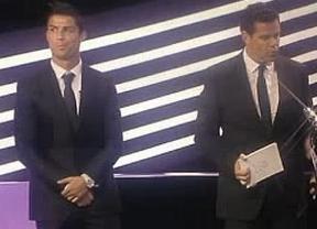 El feo gesto de Ronaldo ante Iniesta, el mejor jugador de Europa