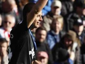 Javier Hernández le dio la victoria al M. United en la Liga Premier