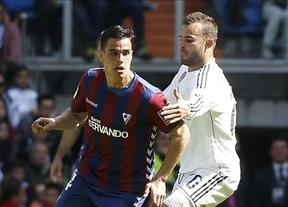 Un Real Madrid con muchos suplentes cumple y gana fácil a un Eibar inocentón y asustado (3-0)