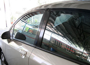 Arval recomienda a los conductores con alergia circular con las ventanillas cerradas