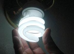 El consumidor medio paga 863 euros de luz al año tras la cuarta subida de la luz