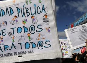 Miles de 'batas blancas' toman Madrid en defensa de la sanidad pública