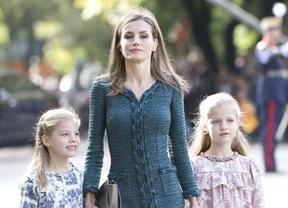 La reina Letizia, en la comunión de los hijos de Laura Ponte
