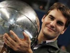 Federer suma su título número 64 y empata a Pete Sampras